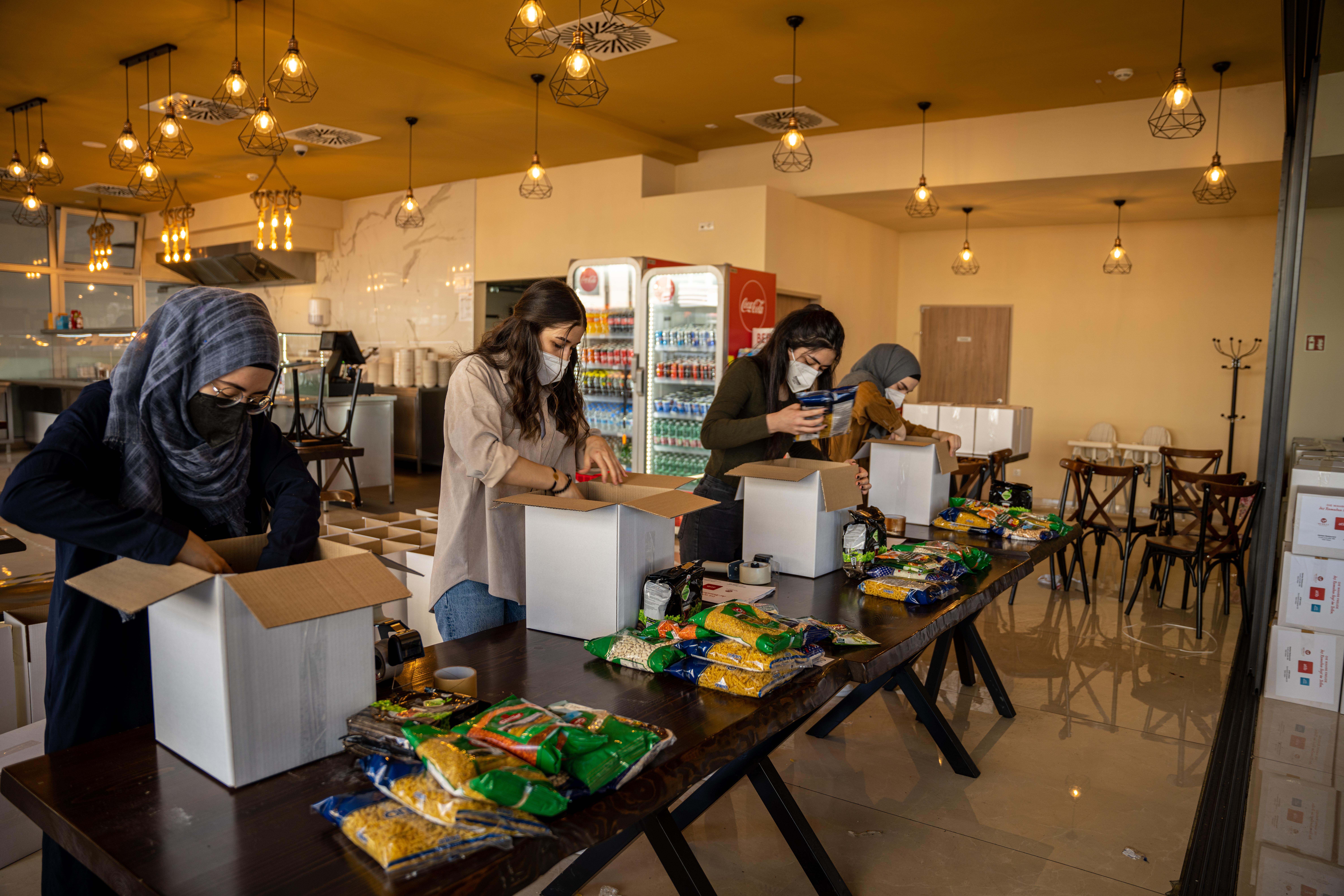 ATIB UNION verteilt zu Ramadan Essen und Lebensmittelpakete an Bedürftige